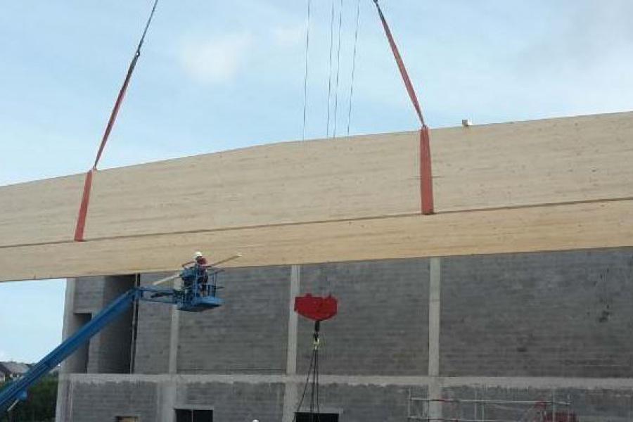 Millimeterwerk met ruim 30 meter lange dakspanten in Oostende