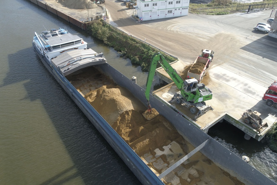 Site transport on the water eliminates 2,500 trucks from the road